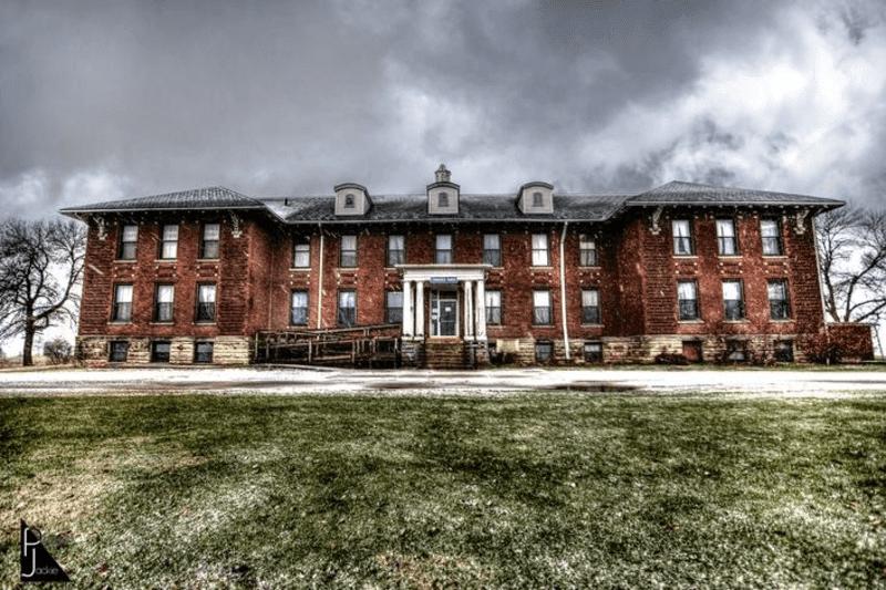 Edinburgh Manor haunted house in Iowa