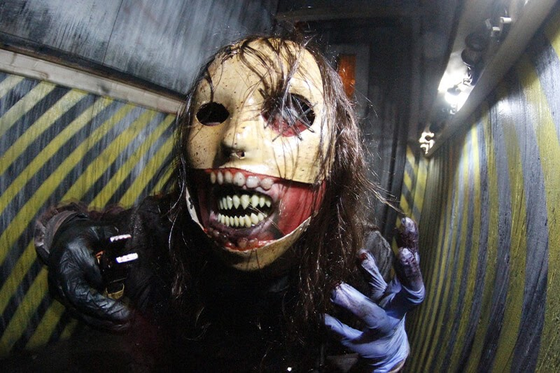 Realm of Terror Haunted House in Illinois scary monster girl